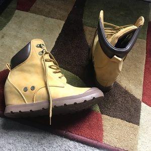 Shiekh Tan Wedge Hard Boots Size 8 EUC